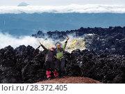 Купить «Радостные девушки на вершине вулкана», фото № 28372405, снято 7 августа 2014 г. (c) А. А. Пирагис / Фотобанк Лори
