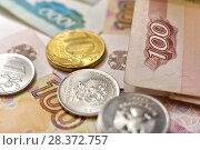 Купить «Российские монеты и купюры», эксклюзивное фото № 28372757, снято 7 мая 2018 г. (c) Юрий Морозов / Фотобанк Лори