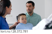 Купить «female dentist with kid patient at dental clinic», видеоролик № 28372781, снято 26 апреля 2018 г. (c) Syda Productions / Фотобанк Лори