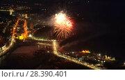 Фейерверк в честь Дня Победы 9 мая. Петропавловск-Камчатский (2018 год). Редакционное видео, видеограф А. А. Пирагис / Фотобанк Лори