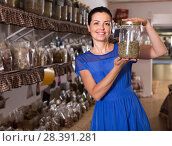 Купить «adult female choosing natural dried herbs sold by weight in eco shop», фото № 28391281, снято 13 июня 2017 г. (c) Яков Филимонов / Фотобанк Лори