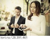 Купить «Young man and woman phubbing», фото № 28391461, снято 11 апреля 2017 г. (c) Яков Филимонов / Фотобанк Лори