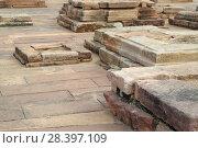 Купить «Бурундук на каменных развалинах древнего храма», фото № 28397109, снято 14 декабря 2017 г. (c) Валерий Денисов / Фотобанк Лори