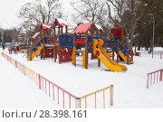 Купить «Детская площадка зимой в парке имени Ленина (Шакаевском саду) города Евпатории, Крым», фото № 28398161, снято 28 февраля 2018 г. (c) Николай Мухорин / Фотобанк Лори
