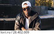 Купить «Portrait of afro man at the steet», видеоролик № 28402009, снято 25 апреля 2018 г. (c) Илья Шаматура / Фотобанк Лори