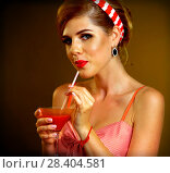 Купить «Retro woman with music vinyl record. Pin up girl drink martini cocktail», фото № 28404581, снято 12 декабря 2018 г. (c) Gennadiy Poznyakov / Фотобанк Лори