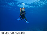 Купить «Female scuba diver hung in the lotus position and waits passes decompression time on safety stop in the blue water», фото № 28405161, снято 25 марта 2018 г. (c) Некрасов Андрей / Фотобанк Лори