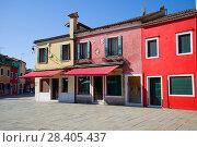 Полдень на разноцветных улочках острова Бурано. Венеция, Италия (2017 год). Стоковое фото, фотограф Виктор Карасев / Фотобанк Лори