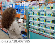 Купить «Woman picking a box of Advil liqui-gels pain relief medications at Costco Wholesale membership warehouse store pharmacy section. British Columbia, Canada.», фото № 28407985, снято 13 марта 2018 г. (c) age Fotostock / Фотобанк Лори
