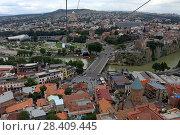 Купить «Вид на город Тбилиси из кабинки канатной дороги. Грузия», эксклюзивное фото № 28409445, снято 13 июля 2017 г. (c) Алексей Гусев / Фотобанк Лори