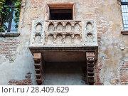 Купить «Балкон Джульетты в Вероне, Италия», фото № 28409629, снято 21 апреля 2017 г. (c) Наталья Волкова / Фотобанк Лори