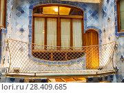 Купить «Внутренний дворик Casa Batllo в Барселоне, Каталония, Испания», фото № 28409685, снято 8 апреля 2018 г. (c) Наталья Волкова / Фотобанк Лори