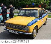 Купить «Старый советский автомобиль ВАЗ 2101 в версии милицейской машины», фото № 28410181, снято 27 мая 2016 г. (c) Free Wind / Фотобанк Лори