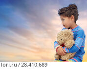Купить «sad little girl with teddy bear over evening sky», фото № 28410689, снято 25 августа 2013 г. (c) Syda Productions / Фотобанк Лори