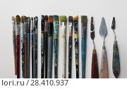palette knives or painting spatulas and brushes. Стоковое фото, фотограф Syda Productions / Фотобанк Лори