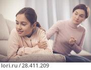 Купить «Mother reprimands her daughter», фото № 28411209, снято 26 марта 2019 г. (c) Яков Филимонов / Фотобанк Лори