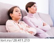 Купить «Mother and daughter take offense», фото № 28411213, снято 22 июня 2018 г. (c) Яков Филимонов / Фотобанк Лори