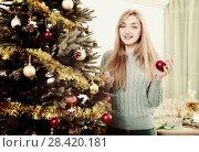 Купить «Cheerful blond girl with globes near Xmas tree», фото № 28420181, снято 21 сентября 2018 г. (c) Яков Филимонов / Фотобанк Лори