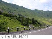 Купить «Дорога через Грузию летом», эксклюзивное фото № 28426141, снято 15 июля 2017 г. (c) Алексей Гусев / Фотобанк Лори