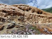 Купить «Травертины, отложение солей на склоне горы из-за выхода минерального источника на поверхность. Крестовый перевал, Georgia, Mtskheta-Mtianeti, Sioni», эксклюзивное фото № 28426185, снято 15 июля 2017 г. (c) Алексей Гусев / Фотобанк Лори