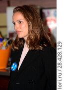 Купить «Natalie Portman attending a voter registration rally in Ardmore, Philadelphia, Pennsylvania, ahead of the U.S. Presidential election in November 2016....», фото № 28428129, снято 10 октября 2016 г. (c) age Fotostock / Фотобанк Лори