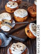 Купить «freshly baked Homemade Cupcakes, top view», фото № 28433245, снято 8 мая 2018 г. (c) Oksana Zh / Фотобанк Лори