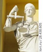 Купить «Статуя Фемиды – богини правосудия на фасаде здания Конституционного суда Российской Федерации (бывших Сената и Синода) в Санкт-Петербурге», фото № 28438605, снято 10 мая 2018 г. (c) ViktoriiaMur / Фотобанк Лори