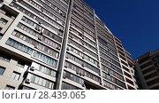 Купить «Moscow, Russia - May 07. 2018. Residential Complex Solar Arch - Arco di Sole», видеоролик № 28439065, снято 15 мая 2018 г. (c) Володина Ольга / Фотобанк Лори