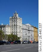 Купить «Семи-десятиэтажный пятиподъездный кирпичный жилой дом, построен в 1951 году. Садовая-Самотёчная улица, 5. Тверской район. Москва», эксклюзивное фото № 28440337, снято 7 мая 2018 г. (c) lana1501 / Фотобанк Лори
