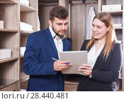 Two sales managers with papers. Стоковое фото, фотограф Яков Филимонов / Фотобанк Лори