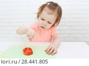 Купить «Cute 2 years girl made toothpick spines by apple hedgehog», фото № 28441805, снято 12 февраля 2018 г. (c) ivolodina / Фотобанк Лори