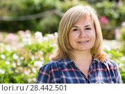 Купить «portrait woman garden», фото № 28442501, снято 17 июня 2016 г. (c) Яков Филимонов / Фотобанк Лори