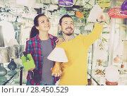 Купить «Man with girl points to interesting lamp», фото № 28450529, снято 16 февраля 2017 г. (c) Яков Филимонов / Фотобанк Лори