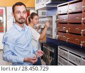 Купить «Young male looking for new reliable mailbox for home», фото № 28450729, снято 17 апреля 2018 г. (c) Яков Филимонов / Фотобанк Лори