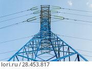 Купить «Новая покрашенная решетчатая опора линии электропередач (ЛЭП)», фото № 28453817, снято 13 мая 2018 г. (c) Алёшина Оксана / Фотобанк Лори