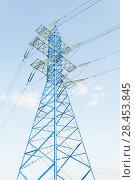 Купить «Новая покрашенная в синий цвет мачта линии электропередач (ЛЭП)», фото № 28453845, снято 13 мая 2018 г. (c) Алёшина Оксана / Фотобанк Лори