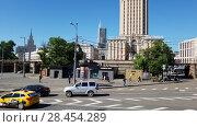 Купить «Moscow, Russia - May 22. 2018. Panorama of Komsomolskaya Square overlooking hotel Leningradskaya», видеоролик № 28454289, снято 21 мая 2018 г. (c) Володина Ольга / Фотобанк Лори