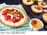 Купить «tartlet and tart with strawberry, banana, close-up», фото № 28454297, снято 10 мая 2018 г. (c) Oksana Zh / Фотобанк Лори