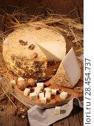 Купить «Сыр губернаторский с плесенью», фото № 28454737, снято 19 мая 2018 г. (c) Марина Володько / Фотобанк Лори