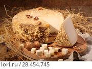 Купить «Сыр губернаторский с плесенью», фото № 28454745, снято 19 мая 2018 г. (c) Марина Володько / Фотобанк Лори