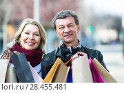 Купить «Mature spouses with shopping bags outdoor», фото № 28455481, снято 18 июня 2018 г. (c) Яков Филимонов / Фотобанк Лори
