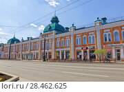 Купить «Russia, Omsk. A street with ancient buildings of the 19th century in the central part of the city», фото № 28462625, снято 21 мая 2018 г. (c) Круглов Олег / Фотобанк Лори