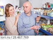 Купить «couple picking variety candies», фото № 28467769, снято 11 апреля 2018 г. (c) Яков Филимонов / Фотобанк Лори