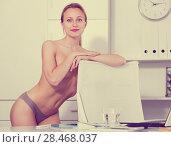 Купить «smiling girl in underpants in the office», фото № 28468037, снято 24 апреля 2017 г. (c) Яков Филимонов / Фотобанк Лори