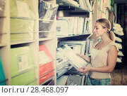 Купить «Woman buying bedding set in home textile store», фото № 28468097, снято 19 января 2019 г. (c) Яков Филимонов / Фотобанк Лори