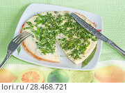 Купить «Аппетитный завтрак, омлет и свежая зелень», эксклюзивное фото № 28468721, снято 23 июля 2018 г. (c) Svet / Фотобанк Лори