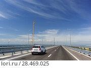 Купить «Автомобили едут по Крымскому мосту на косе Тузла. Май 2018 года», фото № 28469025, снято 19 мая 2018 г. (c) Наталья Гармашева / Фотобанк Лори