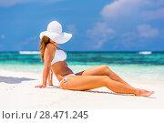 Купить «Young woman on the tropical beach», фото № 28471245, снято 3 мая 2015 г. (c) Sergey Borisov / Фотобанк Лори