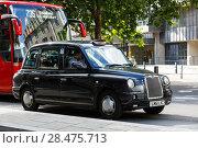 Купить «Legendary London taxi cab and red bus on the streets of London», фото № 28475713, снято 31 июля 2017 г. (c) Ирина Мойсеева / Фотобанк Лори