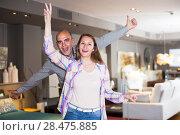 Купить «Couple in home furnishings store», фото № 28475885, снято 16 мая 2017 г. (c) Яков Филимонов / Фотобанк Лори